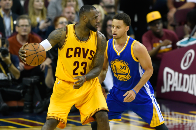 LeBron James, des Cavaliers de Cleveland, et Stephen... (Photo David Richard, USA Today)