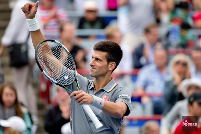 Novak Djokovic a salué la foule après sa... (Photo David Boily, La Presse)