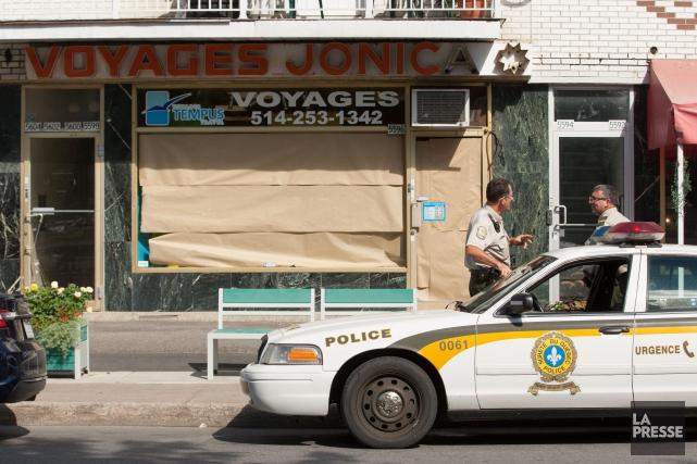 Les enquêteurs de l'UPAC ont fait irruption dans... (PHOTO NINON PEDNAULT, LA PRESSE)