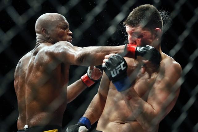 Anderson Silva (à gauche) a été discrédité de... (PHOTO AP)