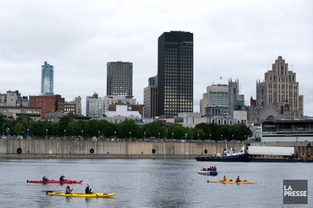 Les kayakistes ont pris la mer dans le... (La Presse, François Roy)