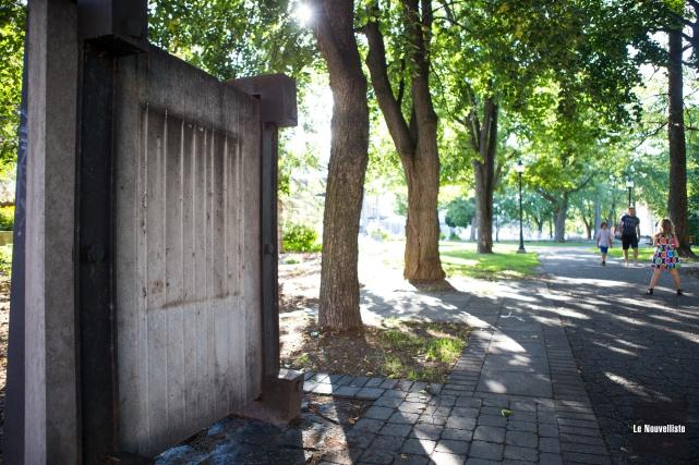 Quatre plaques commémoratives ont été dérobées au parc... (Photo: Olivier Croteau Le Nouvelliste)