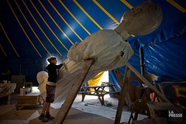 La structure géante de bois et de papier... (PHOTO ALAIN DÉCARIE, ARCHIVES LA PRESSE)