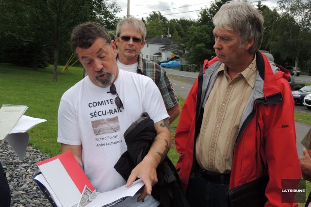 Les citoyens de Lac-Mégantic du secteur de la rue Baie-des-Sables et du Comité... (LA TRIBUNE, RONALD MARTEL)
