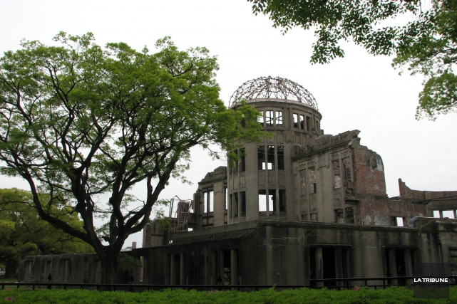 Le train à haute vitesse s'est ébranlé d'Osaka. Direction : Hiroshima. Ça me... (La Tribune, Jonathan Custeau)