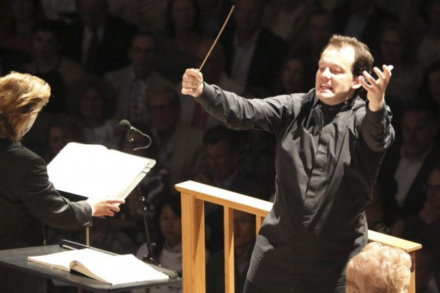 Andris Nelsons lors d'un concert le 8 août... (PHOTO ARCHIVES AFP)