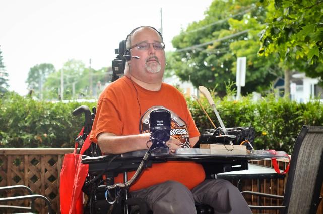 Dany Martel, quadraplégique depuis plus de 30 ans,... (PHOTO: ÉMILIE O'CONNOR)