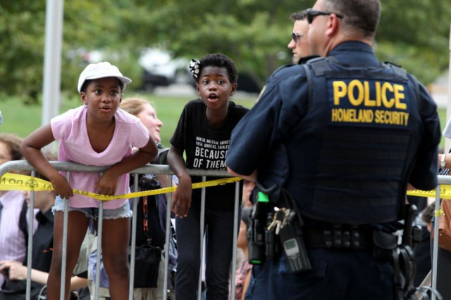 La mort de Michael Brown avait provoqué manifestations... (Photo Christian Gooden/St. Louis Post-Dispatch, AP)