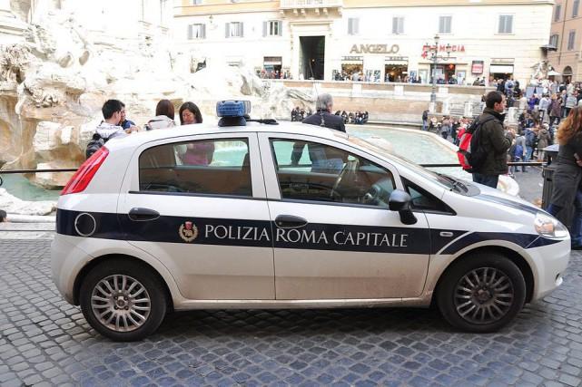 Une voiture de police de Roma, près de... (Photo Wikimedia Commons)