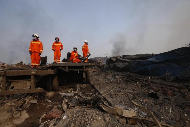 Trois jours après la catastrophe, les autorités luttaient... (Photo AFP)