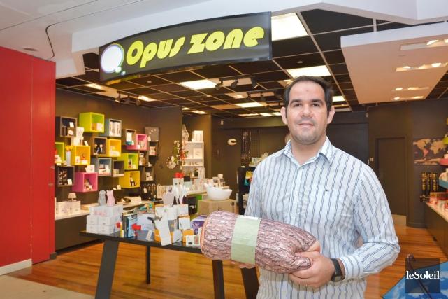 Le propriétaire de laboutique Opuszone, Marlus Silva... (Le Soleil, Jean-Marie Villeneuve)