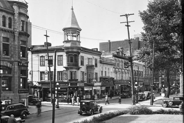 La rue Saint-Joseph, rue commerciale? Cette photo prise à l'angle de la rue de... (Archives de la Ville de Québec (Numéro de négatif N008397))