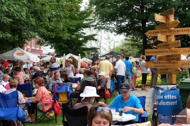 Les vendredis de la fromagerie du Presbytère font... (La Tribune, Sonia Bolduc)