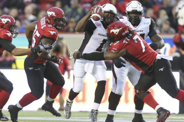 Le quart du Rouge et Noir Henry Burris a été... (PHOTO MIKE RIDEWOOD, PC)