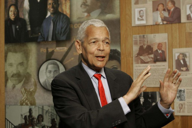 Julian Bond en 2006... (PHOTO MARY ANN CHASTAIN, ARCHIVES AP)