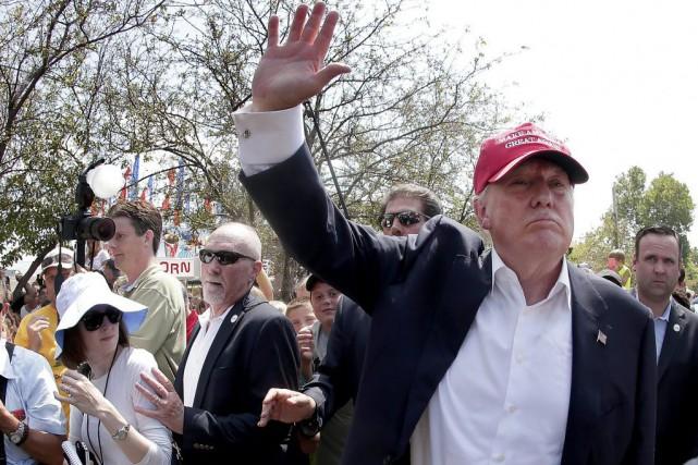 Trump triplerait le nombre de douaniers; éliminerait les... (Photo AP)