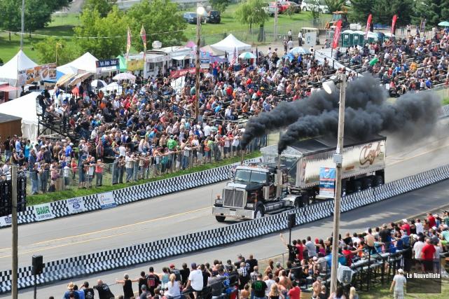 Les camions lourds ont défié la piste d'accélération... (Photo: Émilie O'Connor Le Nouvelliste)