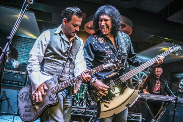 Johnny Depp et Gene Simmons en spectacle au Lucky... (PHOTO AP)