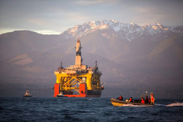 Des groupes environnementaux s'opposent au forage en mer... (Archives AP)