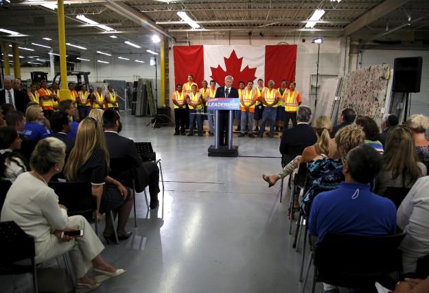 Stephen Harper lors d'un rassemblement dans une usine... (Photo Chris Helgren, Reuters)