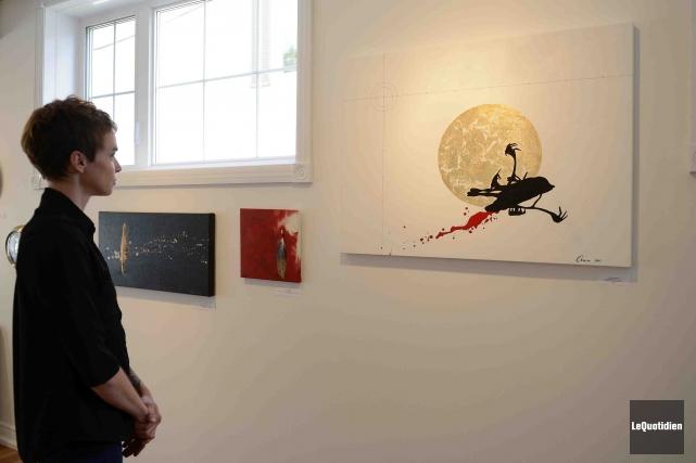 La propriétaire de la Galerie Dépliée Anick Bouchard... (Photo Le Quotidien, Jeannot Lévesque)