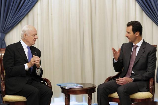 Staffan de Mistura et Bachar el-Assad.... (PHOTO ARCHIVES AP)