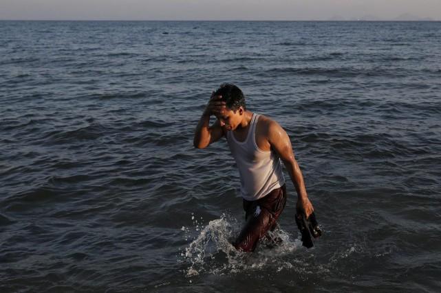 Un migrant arrive sur l'île grecque de Kos.... (PHOTO ALKIS KONSTANTINIDIS, REUTERS)