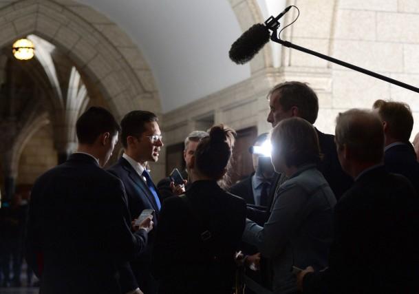 Les journalistes, au même titre que les politiciens, ont un rôle de... (PHOTO SEAN KILPATRICK, ARCHIVES LA PRESSE CANADIENNE)