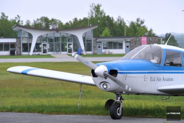 Le maire Bernard Sévigny espère que les premiers avions de ligne décolleront de... (ARCHIVES LA TRIBUNE)