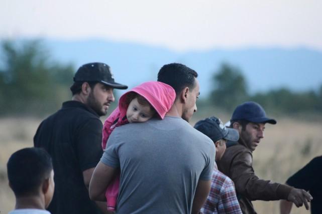 Les Syriens et les Afghans constituent la majeure... (AP, Giannis Papanikos)