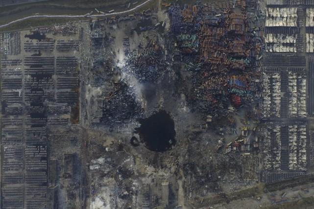 Une vue aérienne du site de l'explosion deTianjin.... (PHOTO REUTERS)