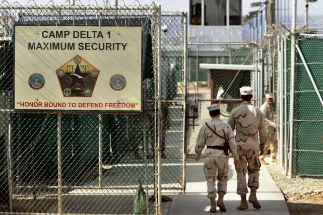 Neuf Yéménites détenus à la prison américaine de Guantanamo ont été transférés... (PHOTO BRENNAN LINSLEY, ARCHIVES ASSOCIATED PRESS)