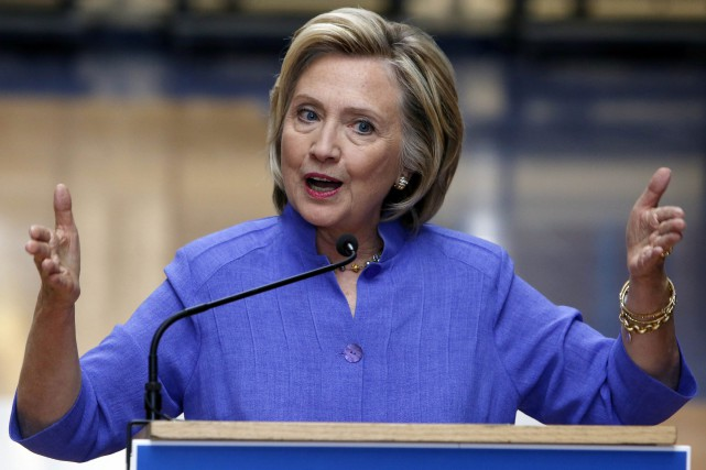 Hillary Clinton reste en tête dans son propre... (Photo Jim Cole, AP)