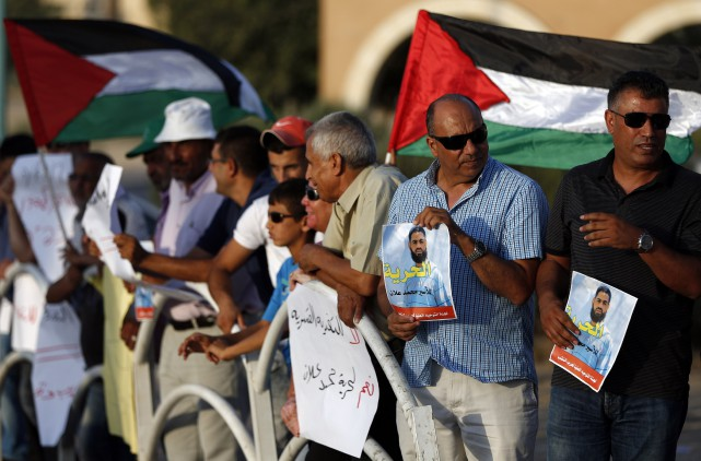 Des Israéliens-arabes manifestent en soutien àMohammed Allan.... (PHOTO AHMAD GHARABLI, AFP)