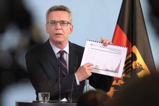 Le ministre allemand de l'Intérieur, Thomas de Maizière... (Photo Rainer Jensen, AP/DPA)