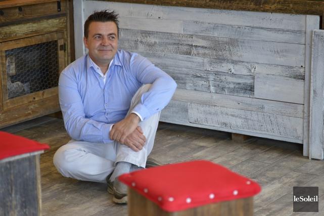 Grâce au bois de grange, Christophe Perny a... (Le Soleil, Yan Doublet)