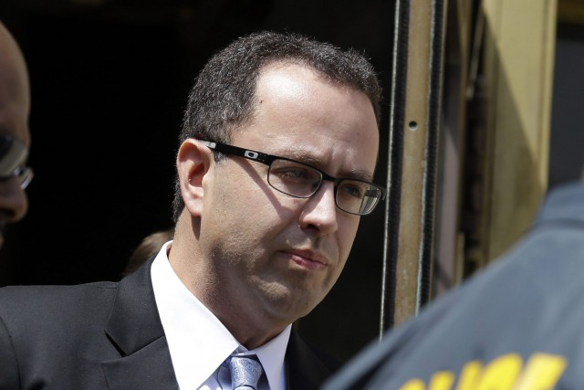 La poursuite allègue que Jared Fogle savait que... (Photo Michael Conroy, AP)