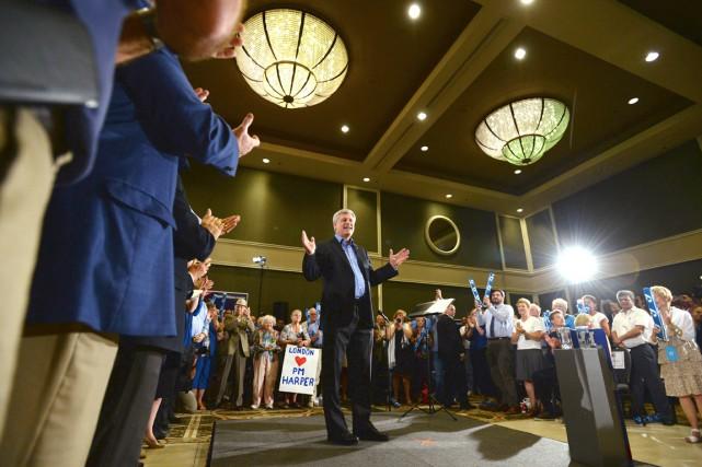 Le chef conservateur Stephen Harper a été chaudement... (La Presse Canadienne, Sean Kilpatrick)