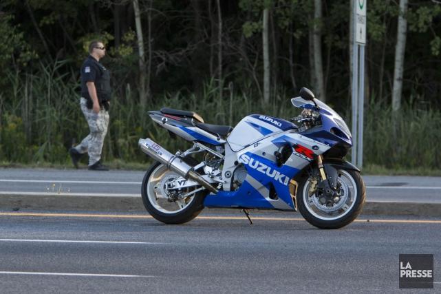 Une violente collision entre une moto et un semi-remorque mercredi après-midi à... (Photo Félix Olivier Jacques Fournier, collaboration spéciale)