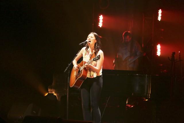 Deuxième artiste à monter sur scène, Véronique Bilodeau... (photo Catherine Trudeau)