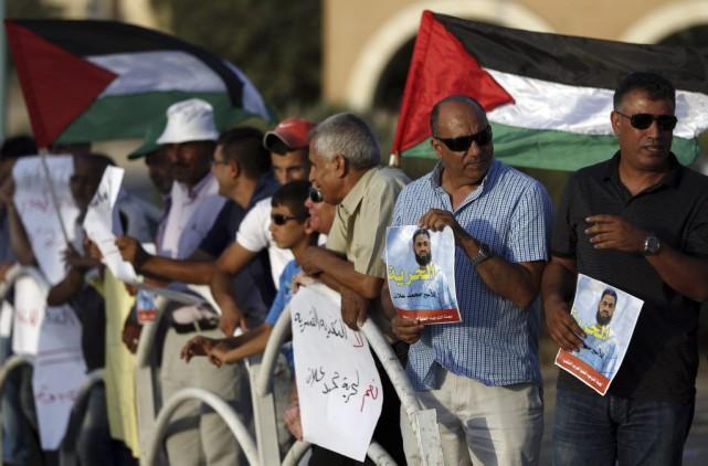 Des Palestiniens manifestent en soutien àMohammed Allan.... (PHOTO AHMAD GHARABLI, AFP)