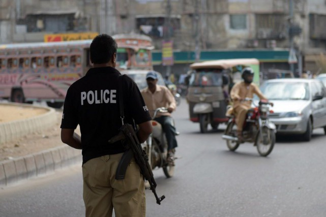 En été, la chaleur étouffante de Karachi, qui... (PHOTO RIZWAN TABASSUM, AFP)