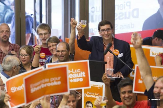 Dehors, on pouvait déjà apercevoir la couleur orange qui dominait à travers les... (Imacom, René Marquis)
