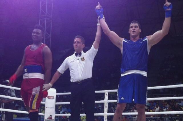 Simon Kean n'a pas eu trop de mal... (American Boxing Confederation)