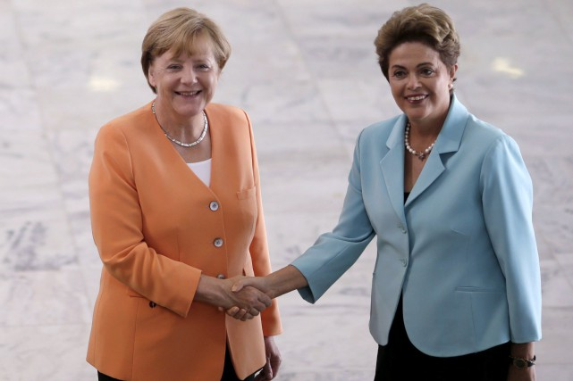 Angela Merkel et Dilma Roussef... (Photo Ueslei Marcelino, Reuters)