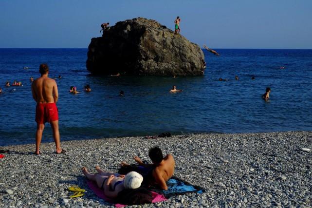 Pour la période janvier-juillet, les arrivées sur l'île... (Photo Petros Karadjias, AP)