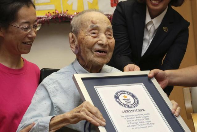 Yasutaro Koide attribue sa longévité au fait de... (Photo Koji Sasahara, AP)