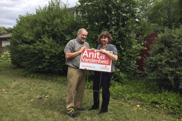 Anita Vandenbeld a posé une pancarte sur le... (Courtoisie)