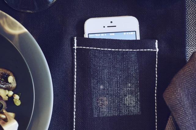 Un napperon est équipé d'une petite pochette pour... (Photo fournie par Ikea)