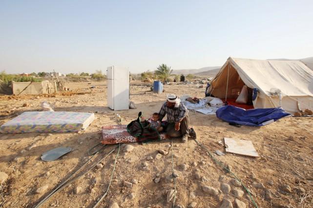 Douze tentes deBédouins ont été détruites par l'armée... (PHOTO ABBAS MOMANI, AFP)